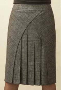 Patternmaking - interesting style lines - skirt pattern Skirt Outfits, Dress Skirt, Cool Outfits, Pleated Skirt, Clothing Patterns, Dress Patterns, Jw Moda, Fashion Details, Fashion Design