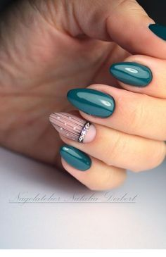 On average, the finger nails grow from 3 to millimeters per month. If it is difficult to change their growth rate, however, it is possible to cheat on their appearance and length through false nails. Autumn Nails, Winter Nails, Spring Nails, Love Nails, Fun Nails, Nail Polish, Nail Nail, Nagel Gel, Nail Decorations
