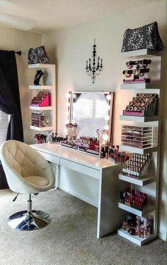 Dale luz a tu maquillaje con estas ideas de más de 30 tocadores de espejo con luces que te encantarán.