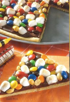 cookie pizza- perfect for a kid's birthday party!