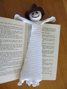 Spooky bookmark crochet Crochet Bookmark Pattern, Crochet Bookmarks, Crochet Books, Crochet Home, Crochet Gifts, Cute Crochet, Filet Crochet, Crochet Motif, Crochet Yarn
