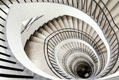 ドイツ、ミュンヘン美術館の螺旋階段