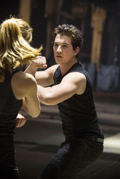 During the initiation Tris has to fight Peter - Divergent Peter Divergent, Divergent Four, Tris And Four, Divergent Trilogy, Divergent Insurgent Allegiant, Tfios, Divergent Characters, Miles Teller, Veronica Roth