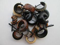 Lotto di 10 orecchini (5 coppie) da India a base di corno di osso e legno