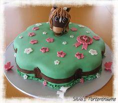 Silvia's Tortenträume: Pferd Geburtstag Kinder Kindergeburtstag Marzipan Zaun Holz Rezept Biskuit Buttercreme Gras Blumen