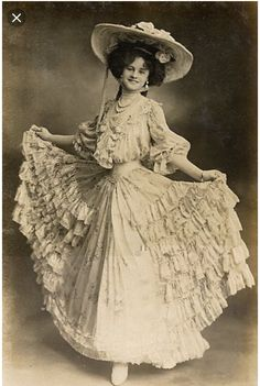Victorian Style Clothing, Victorian Era Fashion, 1900s Fashion, Victorian Women, Antique Clothing, Historical Clothing, Vintage Fashion, Edwardian Era, Victorian Dresses
