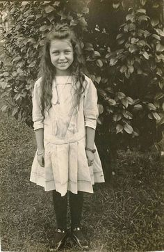 Girl with a lovely smile Vintage Children Photos, Vintage Girls, Vintage Pictures, Vintage Images, Vintage Outfits, Edwardian Fashion, Edwardian Style, Portraits, Vintage Photographs