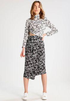 Stylizacje dnia z Inspiruj.net - Orientalnie - z modnymi wycięciami - KobietaMag.pl Two Piece Skirt Set, Black And White, Skirts, Dresses, Fashion, Black White, Gowns, Moda, Black N White
