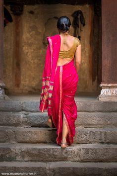 Exclusive stunning photos of beautiful Indian models and actresses in saree. Indian Photoshoot, Saree Photoshoot, Kashta Saree, Sari, Indian Women Painting, Indian Paintings, Indian Aesthetic, How To Pose, Indian Beauty Saree