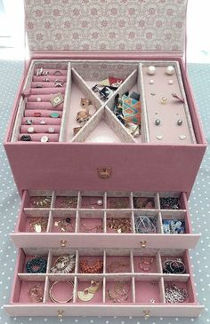Diy Storage Boxes, Desk Organization Diy, Diy Organizer, Cardboard Organizer, Diy Karton, Jewelry Box Makeover, Creative Box, Ideias Diy, Cardboard Crafts