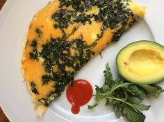 Crispy Cheddar, Kale and Broccoli Leaf Omelette - Kreatery - Recipe Broccoli Cheddar, Cheddar Cheese, Broccoli Leaves, Best Meat, Vegetarian Lunch, Non Stick Pan, Smoked Paprika, Avocado Egg, Omelette