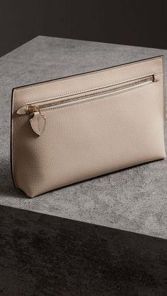 Сумка-клатч из зернистой кожи с ремешком для запястья (Камень) - Для женщин | Burberry Leather Bum Bags, Leather Clutch, Clutch Bag, Leather Shoulder Bag, Leather Wallets, Shoulder Bags, Purses And Bags, Jean Purses, Leather Craft