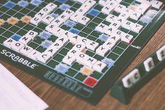 SCRABBLE            Para aquellos que no lo conocéis,  SCRABBLE  es un juego de mesa muy entretenido que consiste en formar palabras de ...