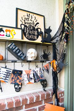 Create your own Hocus Pocus decoration for your Halloween porch scape by making your own door hanger using your Cricut Maker. Hocus Pocus Halloween Decor, Easy Halloween Crafts, Halloween Banner, Halloween Porch, Holidays Halloween, Vintage Halloween, Fun Crafts, Halloween Decorations, Creative Crafts