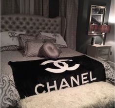 """A+GORGEOUS+black+and+white+fleece+CHANEL+VIP+blanket+with+logo.+Measures+50""""x60"""".+Comes+in+carrying+case+which+also+has+Chanel+logo.+ Perfect+for+your+bedroom,+living+room,+family+room,+etc..+Brand+New!+Super+soft+and+comfy.+The+perfect+accessory+for+any+home.+Order+yours+today+to+get+in+time+fo..."""