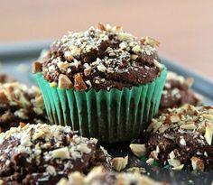 Chocolate Avocado Muffins Recipe - RecipeChart.com #Breakfast #Desserts #Snack