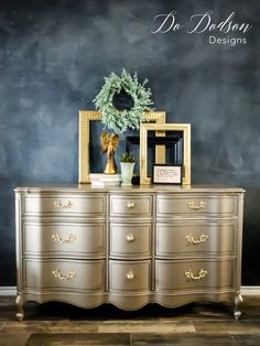 00 Like Metallic Paint On Furniture? You'll Love Warm Silver! Using metallic paint for furniture can really make a statement when you're looking for that wow factor. Metallic Painted Furniture, Paint Furniture, Furniture Projects, Furniture Makeover, Cool Furniture, Furniture Design, Silver Furniture, Furniture Stores, Decoupage Furniture
