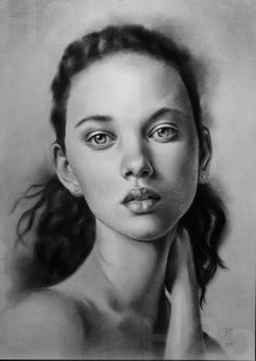 Carboncillo/Charcoal  Mercedes Cros #carboncillo #charcoal #retratos Game Of Thrones Characters, Face, Graphite, Black And White, Portraits, The Face, Faces, Facial