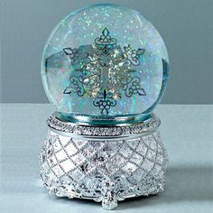 I've always wanted a pretty snow globe that plays music, maybe when I go to New York for Thanksgiving-New Years (bucket list) I'll hunt one down..
