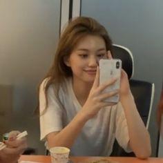 Boyfriend Girlfriend Pictures, Ioi Members, Kim Doyeon, Cartoon Jokes, Cute Girl Face, Face Claims, These Girls, Ulzzang Girl, Kpop Girls