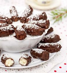Årets läckraste julgodis – 8 fantastiska recept | Land Christmas Deserts, Vegan Christmas, Christmas Candy, Christmas Baking, Swedish Christmas, Holiday, Bagan, No Bake Desserts, Dessert Recipes