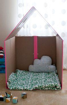 赤ちゃんの手作りおもちゃ♪段ボールで『簡単!折り畳みができるプレイハウス♪』 | 赤ちゃんの手作りおもちゃ.com