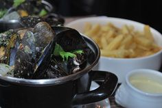 Amazing Moules mariniere (Belgian Mussels)
