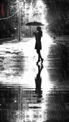 Ideas photography black and white rain rainy night Rain Photography, Amazing Photography, Street Photography, Portrait Photography, Photography Backdrops, Photography Lighting, Photography Awards, Walking In The Rain, Singing In The Rain
