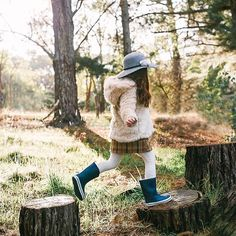 Jumping into a new week ... hope you had a wonderful weekend! Our gorgeous range of Wool Felt hats are available at our stockist and online now  #acornkids #wool #kidshats #hats #floppyhat #aw18 #nature #kidsfashion #kidsphotoshoot