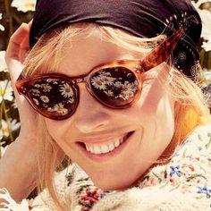 #Repost @evaherzigova  Nada como ver la vida llena de flores. Buenas noches a tod@s. #sunoptica #gafas #sunglasses #gafasdesol #occhiali #sunnies #gafas #shades #style #fashion #gafasdesol #occhiali #sunglasses #moda #tendencias #fashion #elegancia #ideaspararegalar #musthave #oculosdesol #gafasmolonas #optica #picoftheday #instagood #instafashion #instaglasses #iloveglasses