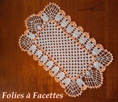 Chemin de table filet et éventails dégradé orange et blanc au crochet : Textiles et tapis par folies-a-facettes