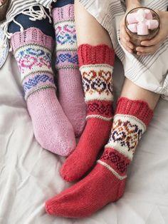 Hjärtliga raggsockor i Novita 7 Bröder och 7 Bröder Polaris garn. Wool Socks, Knitting Socks, Mitten Gloves, Mittens, Filet Crochet, Knit Crochet, Knitting Machine Patterns, Sock Toys, Knit Picks