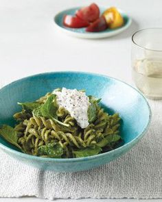 Whole-Wheat Pasta with Pumpkin-Seed and Spinach Pesto #wholewheatpastarecipespinach
