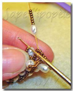 Вязаный жгут из бисера своими руками: мастер-класс Bead Crochet Patterns, Beaded Jewelry Patterns, Beading Patterns, Beading Projects, Beading Tutorials, Bracelet Crochet, Bead Crochet Rope, Beaded Crochet, Beading Techniques