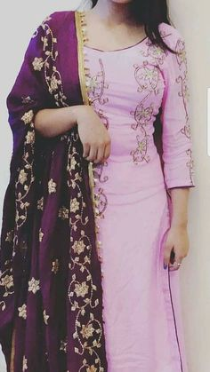 Could totally see this for mom ❤️ Punjabi Suits Designer Boutique, Indian Designer Outfits, Boutique Suits, Punjabi Fashion, Indian Fashion, Indian Dresses, Indian Outfits, Embroidery Suits Punjabi, Embroidery Dress