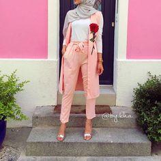 """Magnifique ensemble disponible chez la belle @manaolanaboutique une vendeuse au top Avec le code promo """" BYKHA15 """" vous bénéficiez de -15%"""