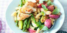 In de zomer smaakt een pastasalade op z'n best. Een lekkere variant is deze met kip, courgette en asperges. Wat…