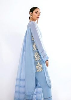 Pakistani Fashion Casual, Pakistani Dresses Casual, Pakistani Dress Design, Stylish Dresses For Girls, Stylish Dress Designs, Sleeves Designs For Dresses, Dress Neck Designs, Kurti Designs Party Wear, Kurta Designs