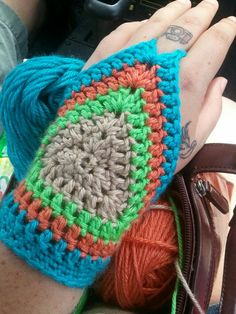 Beau Crochet, Pull Crochet, Crochet Baby, Kids Crochet, Fingerless Gloves Crochet Pattern, Fingerless Mittens, Crochet Slippers, Crochet Stitches, Crochet Patterns
