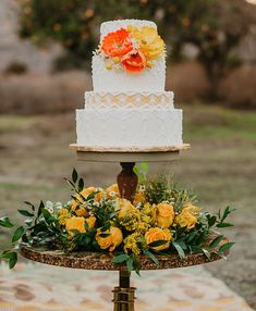Micro-tier wedding cakes are the newest wedding cake trend. See how you can include a thin tier in your traditional wedding cake. Wedding Types, Wedding Colors, Our Wedding, Wedding Flowers, Green Wedding, Wedding Stuff, Wedding Wishes, Wedding Bouquet, Wedding Cake Stands