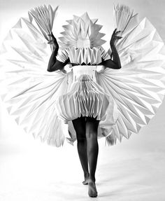 Ecstatic Spaces by Tara Keens Douglas ♦ series of carnival costumes made from folded paper===origami for the truly dedicated Origami Fashion, Paper Fashion, Fashion Art, Fashion Fabric, Fashion Design, Fashion Details, Dress Fashion, Origami Design, Mode Origami