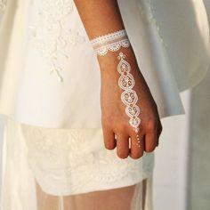 wristband - White henna wristbands festival Bohemian boho Gypsy temporary Tattoo tattoos - Apocalypse Now And Then Mehndi Tattoo, Henna Style Tattoos, Henna Tatoos, White Henna Tattoo, Et Tattoo, Henna Art, Henna Hand Designs, Mehndi Designs, Beautiful Henna Designs