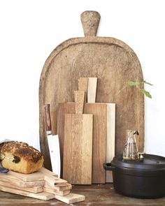 Cutting board oak | Nyheter | Artilleriet | Inredning Göteborg Cheese Boards, Bread Board, Cutting Boards, Kitchens, Pizza, Restaurant, Interior, Crafts, Home Decor