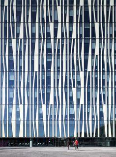 Cool facade. University of Aberdeen by schmidt hammer lassen architects.