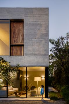 Gardens surround board-marked concrete house in Mexico City by PPAA Arquitectos Concrete Facade, Concrete Houses, Concrete Building, Facade Architecture, Residential Architecture, Contemporary Architecture, Futuristic Architecture, Facade Design, Exterior Design