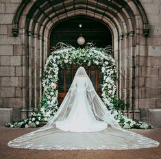These Irish creatives worked non-stop after the Royal Wedding to recreate Meghan Markle's timeless wedding look! Royal Wedding Harry, Harry And Meghan Wedding, Harry Et Meghan, Meghan Markle Wedding, Prince Harry And Megan, Royal Brides, Royal Weddings, Royal Wedding Dresses, Princess Meghan
