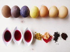 DIY-Anleitung: Eier mit Naturfarben färben via DaWanda.com