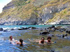 イタリア、イスキア島の海水温泉。源泉70℃以上の湯が海水と混じり合う。Thermal Hot Springs on Ischia Island, #Italy