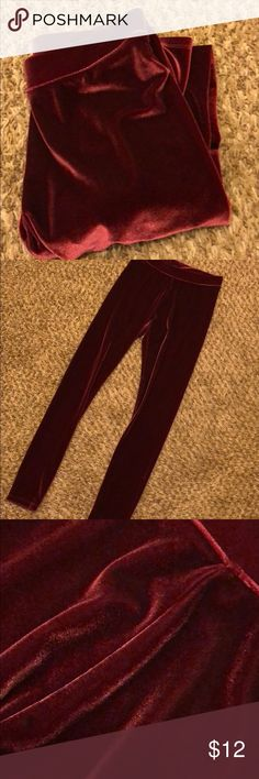 Brand new Hue velvet leggings Brand new worn once maroon XS velvet leggings! Really comfy and also look awesome for fall or winter! Great condition. Hue brand. Open to offers! HUE Pants Leggings