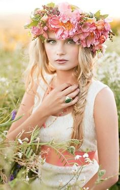 Love Flowers, Flowers In Hair, Beautiful Flowers, Hippie Mom, Wedding Hairstyles With Veil, Whimsical Fashion, Floral Headpiece, Glamour, Circlet